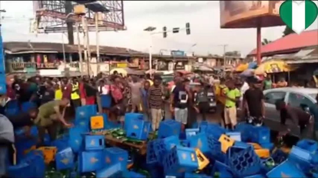 Ekwulobia Residents gifts themselves free drinks after Trailer conveying Hero Beer fell down